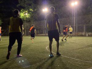 футбольний матч між випускниками дитячого будинку